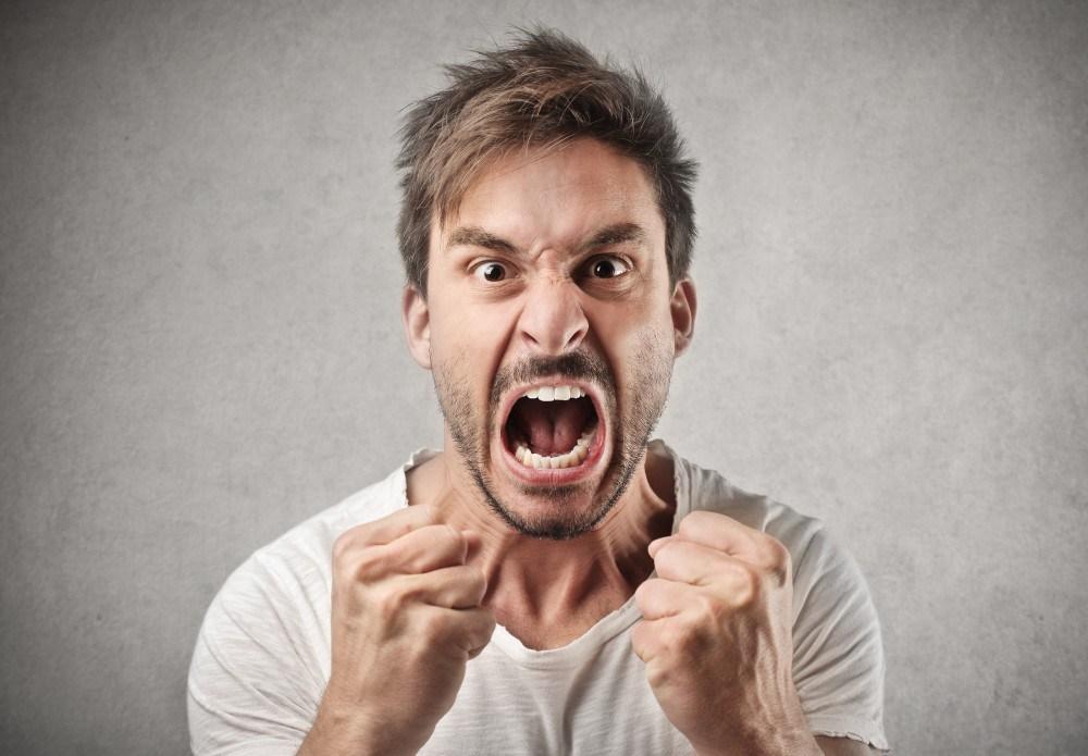 Descontar-a-raiva-em-Inglês-descontar-algo-em-alguém