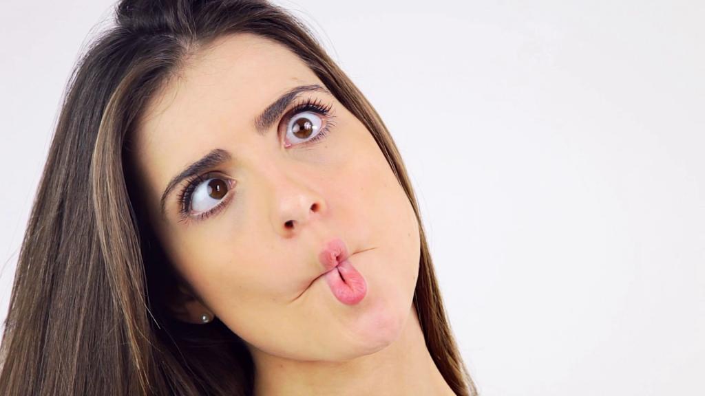 videoblocks-beautiful-woman-making-funny-crazy-faces-expression_bgjxui23e_thumbnail-full08