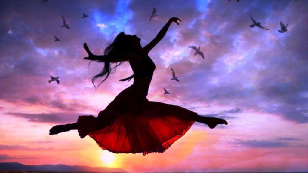 ws_Woman_Free_Flying_Sunset_Birds_1280x720
