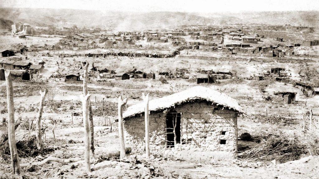 Vista-parcial-de-Canudos-ao-sul.-Segundo-o-registro-oficial-do-exército-foram-contados-5200-casebres-no-arraial-de-Antônio-Conselheiro-1897-Flávio-de-Barros-Acervo-Museu-da-República.
