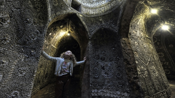 heritage_break_-_little_girl_at_shell_grotto_margate._credit_thanet_tourism